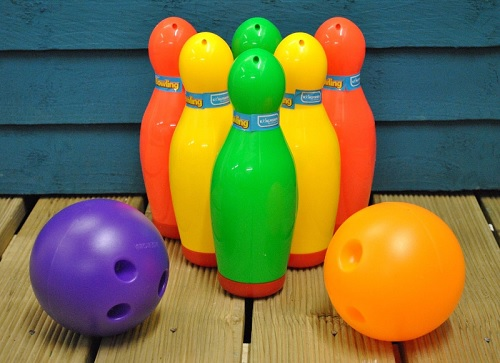 Plastic Garden Game Bowling Set by Kingfisher